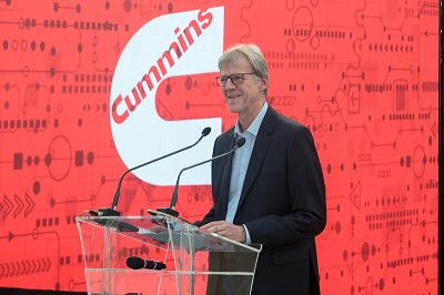 Luis Pasquotto, President of Cummins Brazil, speaks at the inauguration ceremony.