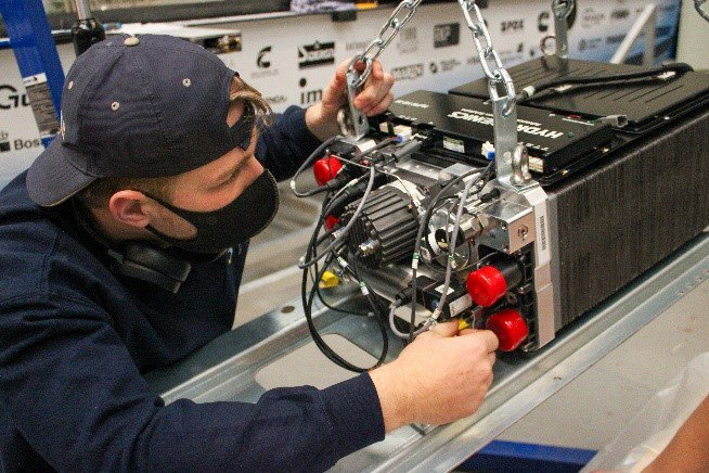 A TU Delft Solar Team member working to install the Cummins HyPM-HD30 fuel cell