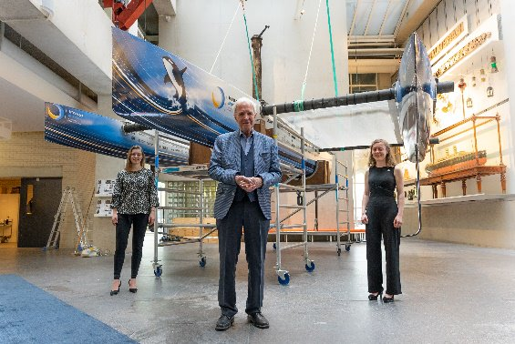 Two TU Delft Solar Team members with Dutch politician, Jan Terlouw, at the christening of Hydro Motion