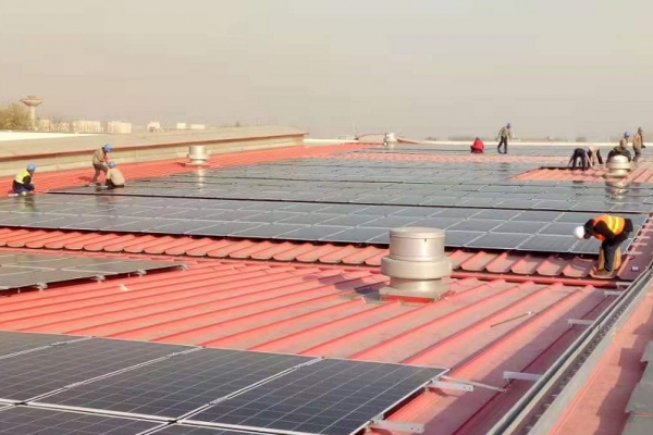 Crews started installing a new solar array atop the Beijing Foton Cummins Engine Company in China last month.